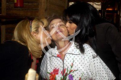 Victoria y Gaby Ruffo con mamá