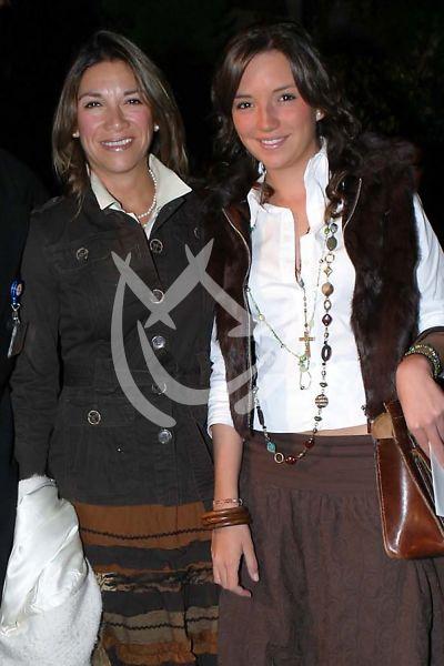 Regina Blandón y mamá