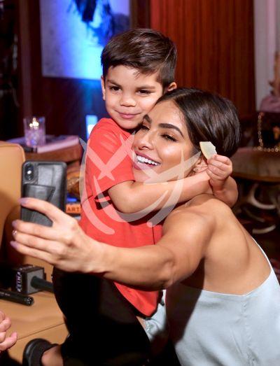 Alejandra Espinoza e hijo Matteo
