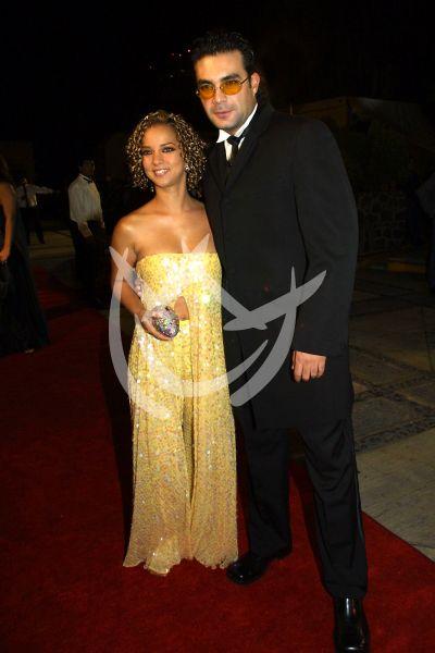 Adamari López y Mauricio Islas en Premios TvyNovelas 2001