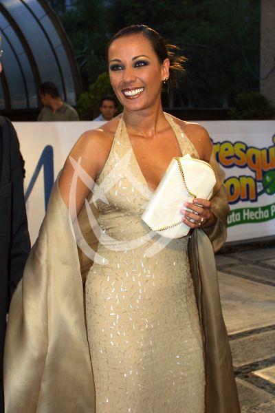 Consuelo Duval en Premios Tv y Novelas 2001