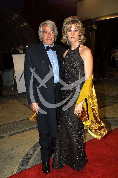 Enrique Rocha y Elizabeth Katz en Premios Tv y Novelas 2001