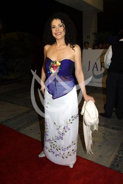 Lourdes Munguía en Premios Tv y Novelas 2001
