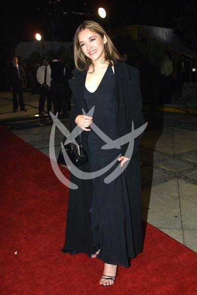 Sherlyn en Premios Tv y Novelas 2001