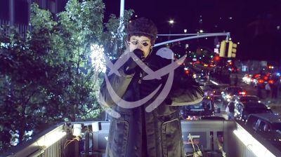 Bad Bunny canta para NY en escenario móvil