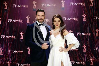 Julián Gil y Claudia Alvarez