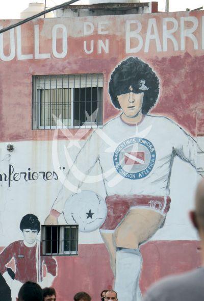 Ultimo adiós a Maradona en su barrio en Argentina