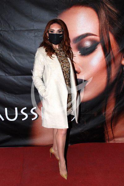 Elizabeth Álvarez a la moda