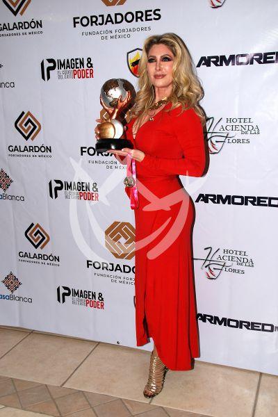 Felicia Mercado con Forjadores de México