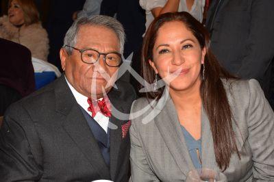 Armando Manzanero y esposa