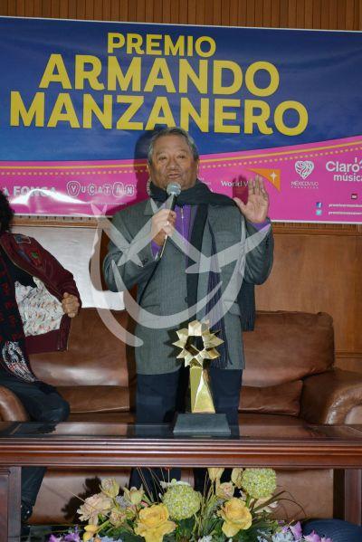 Armando Manzanero da Premio