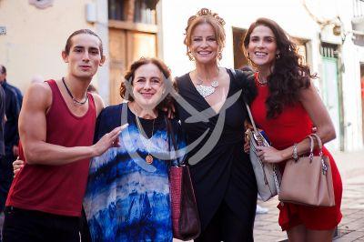Eva, Diana, Emilio y Wendy en ¿Qué Le Pasa A Mi Familia?