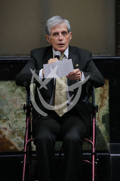Héctor Bonilla manda cartas