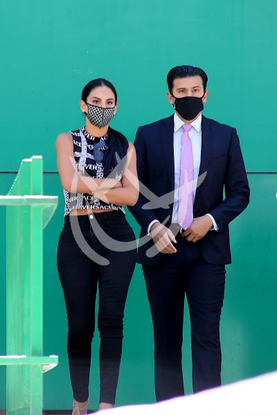 Stepanie Valenzuela con Eleazar libre