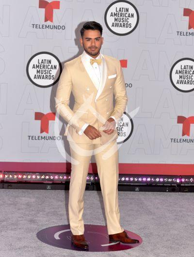 Carlos Adyan en los Latin AMAs 2021