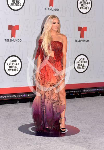Carrie Underwood en los Latin AMAs 2021