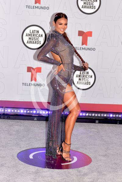 Zuleyka Rivera en los Latin AMAs 2021