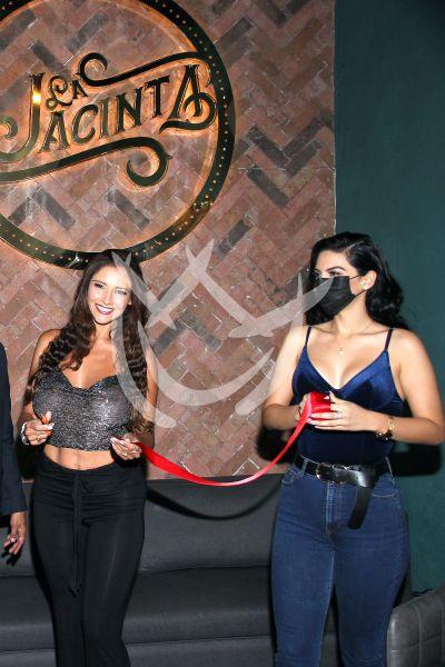 Dorismar y Paola al bar