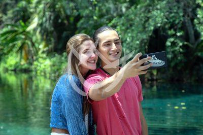 Emilio y Daniela en Qué Le Pasa A Mi Familia