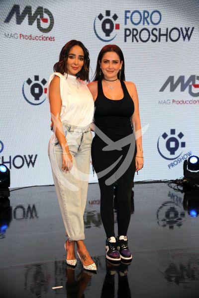 Celia Lora y Manelyk en Foro ProShow
