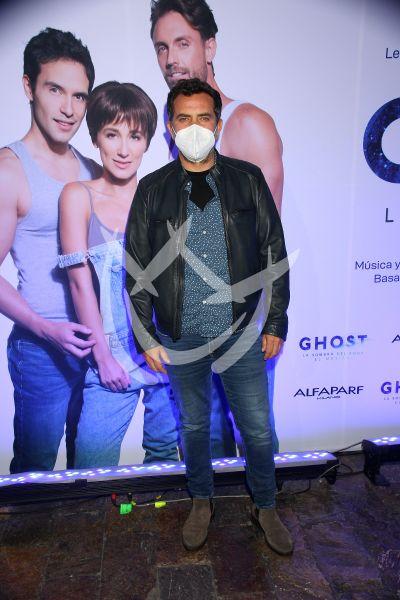 Flavio Medina ve a Ghost