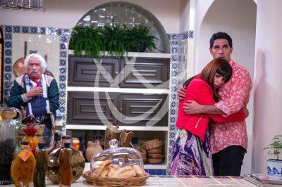 Rafael y Gloria Aura en \'Qué Le Pasa A Mi Familia\'