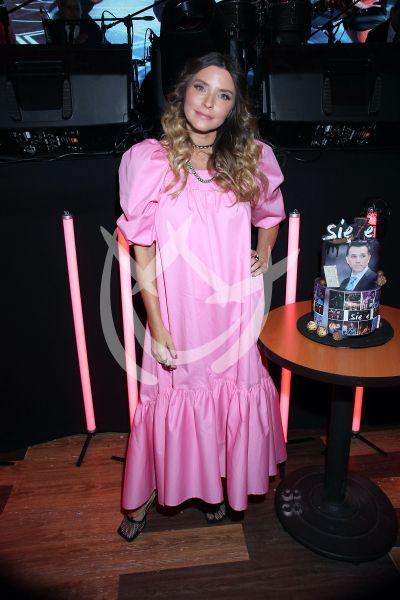 Issabela Camil celebra a Sergio Mayer