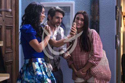 Claudia, José María y Maya en Fuego Ardiente