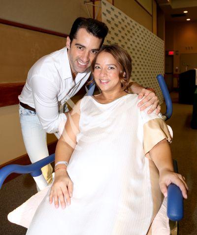 2015: Adamari Lopez y Toni Costa ¡papás!