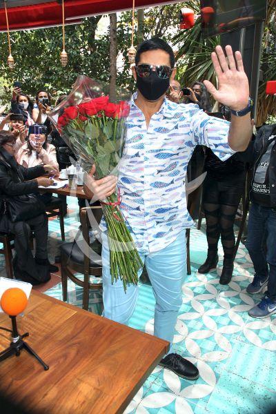 Charlie Masso celebra 40 enamorando a sus fans