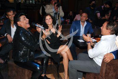 Eduardo Antonio hace showcase con amigos