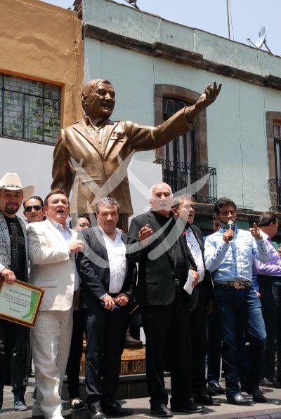 Martín Urieta tiene su estatua