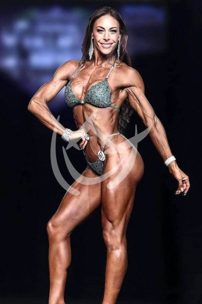 Vanessa Guzmán es ¡puro músculo!