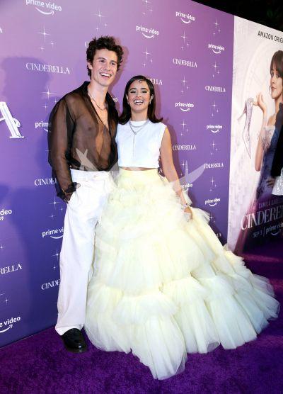 Camila Cabello es Cinderella y lleva su príncipe a la premiere
