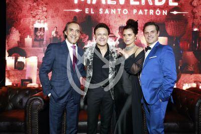Luis Feipe, Pedro, Isabella y Mark con el Santo Patrón