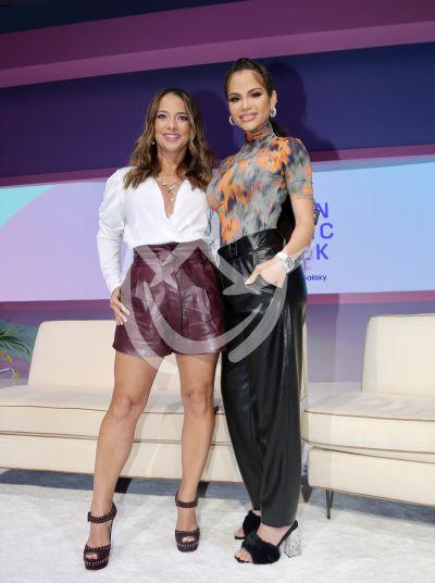 Natti Natasha y Adamari López en los Billboard