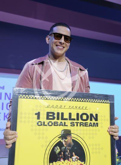 Daddy Yankee es el hombre del billón en Latin Billboard
