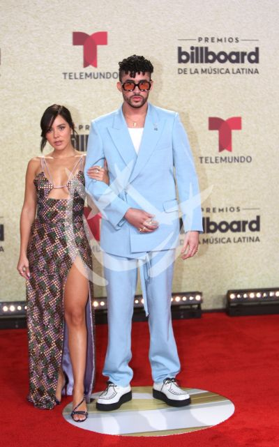 Bad Bunny con su novia Gabriela Berlingeri y más en Latin Billboard