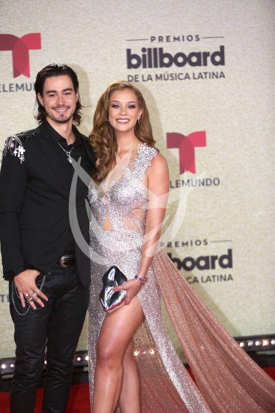Carolina Miranda y novio en Latin Billboard
