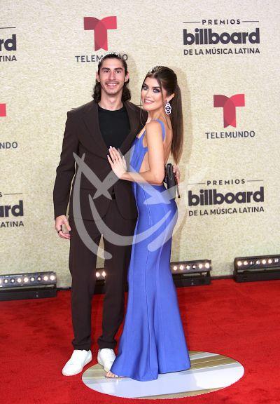 Gaby Cataño y pareja en Latin Billboards