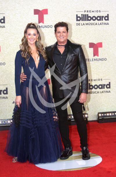 Carlos Vives y esposa en Latin Billboards