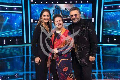 Lucero y Mijares con hija en El Retador