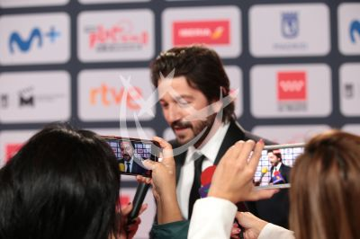 Diego Luna con su Premio Platino