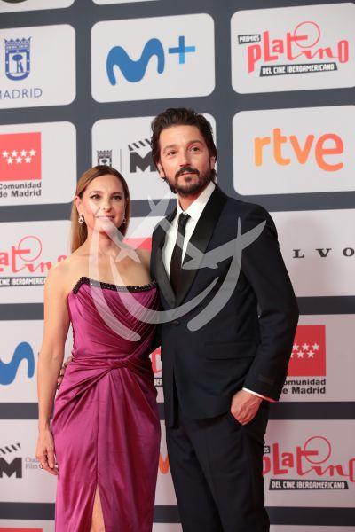 Diego Luna y Marina de Tavira en los Premios Platino