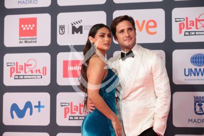Diego Boneta y Renata Notni en Premios Platino