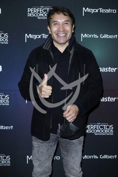 Luis Manuel Ávila con Perfectos Desconocidos