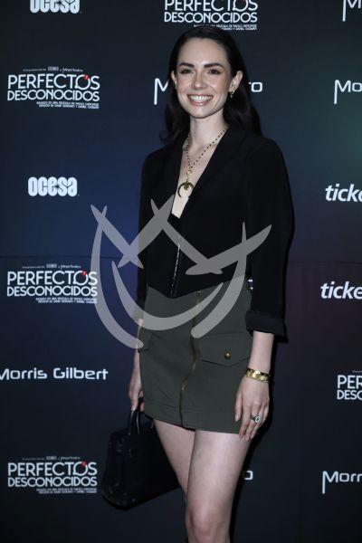 Paulina Burrola con Perfectos Desconocidos